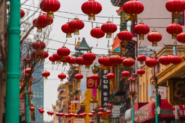 chinease lantaarn opknoping in china stad san francisco ca - chinatown stockfoto's en -beelden