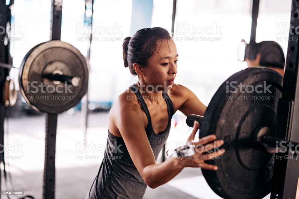 Chinese athlete putting weights - Royalty-free 20-29 Years Stock Photo