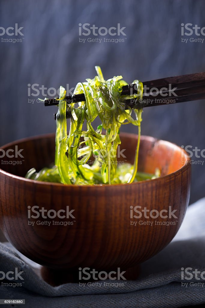 Chinese chopsticks with chuka salad vertical – Foto