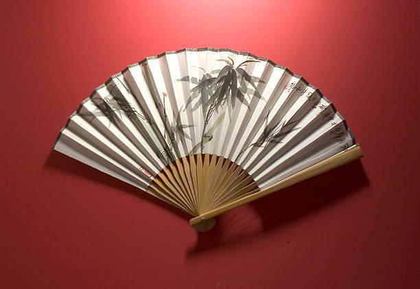 chinesischen fächer, bambus - japanischer fächer stock-fotos und bilder