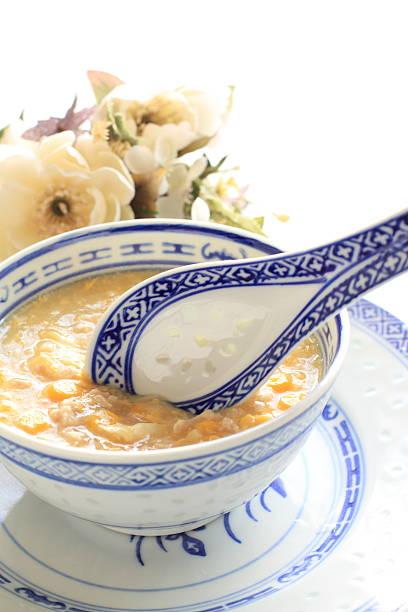 chinesisches essen, hühnchen und mais-suppe - huhn maissuppe stock-fotos und bilder