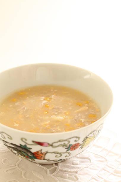 chinese food, chicken corn soup - huhn maissuppe stock-fotos und bilder