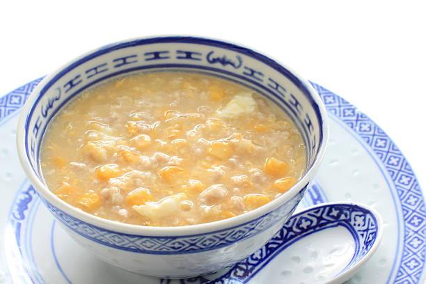 chinesisches essen und mince hühnchen und mais-suppe - huhn maissuppe stock-fotos und bilder