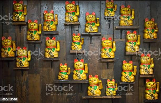 Chinese golden lucky cat figurine picture id865449026?b=1&k=6&m=865449026&s=612x612&h=jlnd dxzjmio71sqwd89nvipot9rj0geemm63u4qwco=
