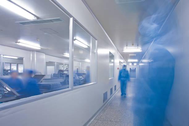 chinese hospital laboratory working - covid hospital imagens e fotografias de stock
