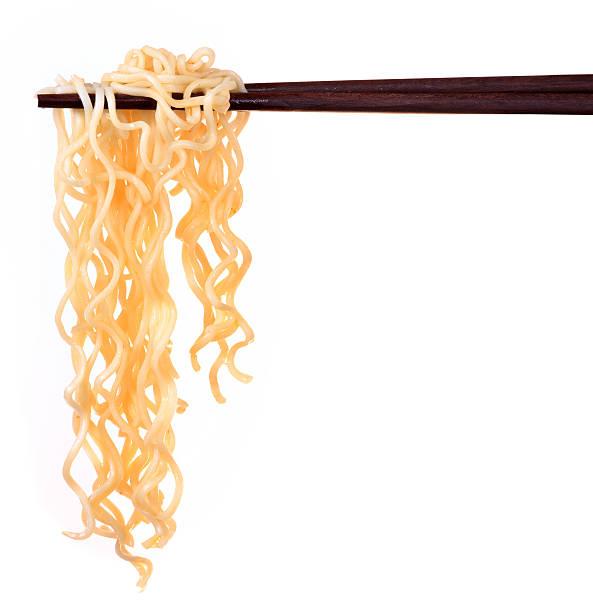 chinese instant noodle and chopstick - aziatische noedels stockfoto's en -beelden