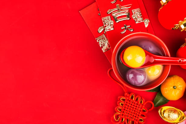 chinese lantern festival foodchinese translation on jin yuanbao:felicitous wish of making money - festival delle lanterne cinesi foto e immagini stock