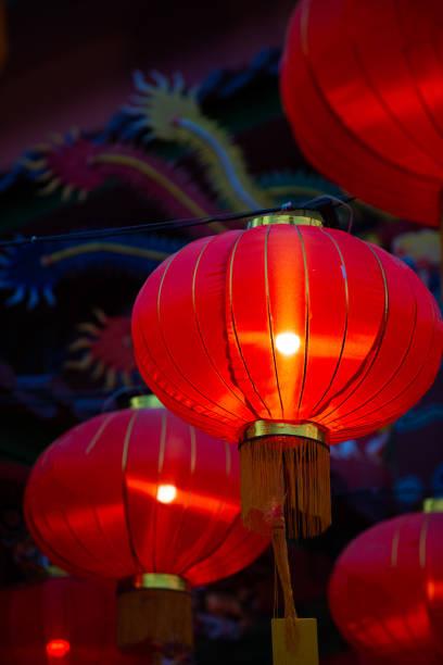 Lanternas chinesas do ano novo na cidade da porcelana - foto de acervo