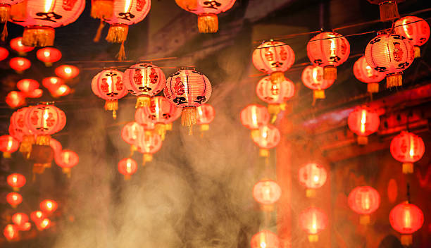 chinese new year lanterns in chinatown - ano novo chinês - fotografias e filmes do acervo
