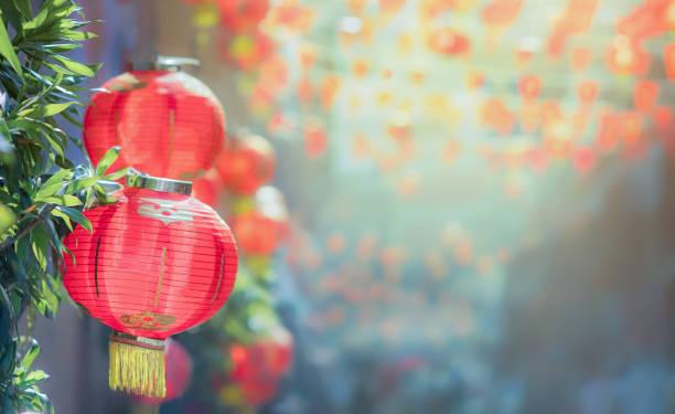 chinese new year lanterns in chinatown - festival delle lanterne cinesi foto e immagini stock