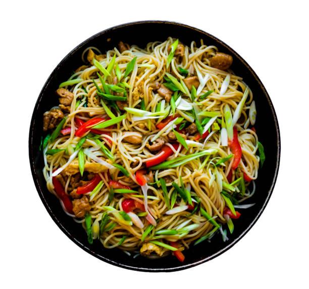 wok de macarrão chinês, isolado no fundo branco - stir fry - fotografias e filmes do acervo
