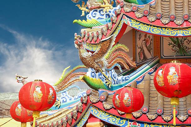 chinese phoenix on temple roof - chinesische zeichen tattoos stock-fotos und bilder