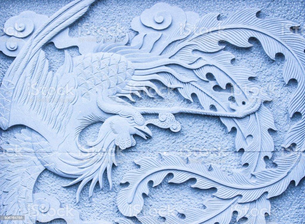 Relieve en piedra fénix chino - foto de stock