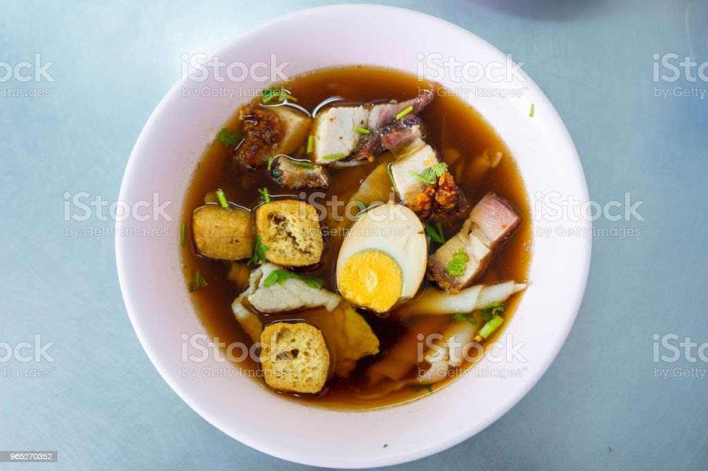 chinese roll noodles soup with pork and egg zbiór zdjęć royalty-free