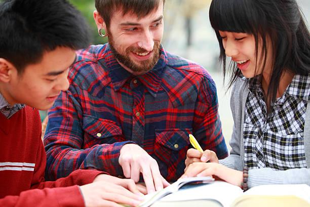 Estudiantes aprendizaje de inglés China - foto de stock