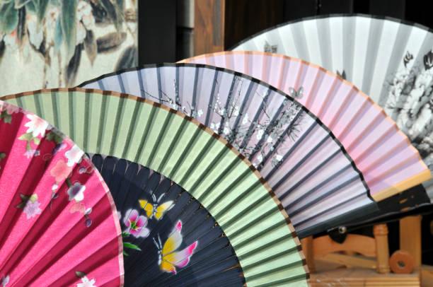 chinesischen stil-fans - japanischer fächer stock-fotos und bilder