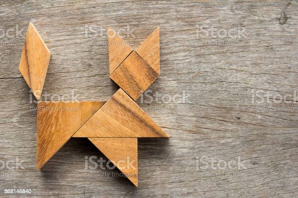 Chinese tangram puzzle in cat shape on wooden background picture id868146840?b=1&k=6&m=868146840&s=612x612&h=vtu22wqr3pno54qyp8h 0l2l6otw98jiqaleuer yvs=