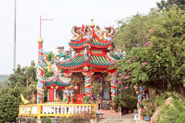 中国の寺院 (ロイ島、スリランカ ラチャ、タイ) ストックフォト
