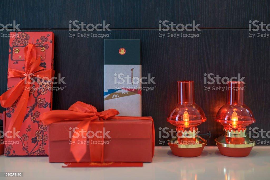 Chinesische Hochzeit Lampe Und Geschenkboxset Stockfoto Und
