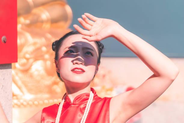 中国の女性は太陽から守るために手をつないでいる ストックフォト
