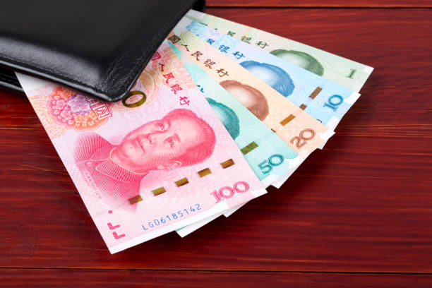 Chinesischer Yuan auf Holzhintergrund – Foto