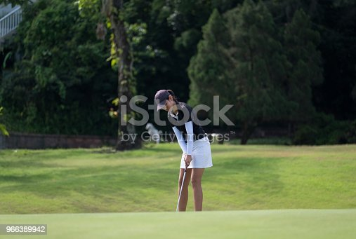 istock Chipping up onto the putting green 966389942