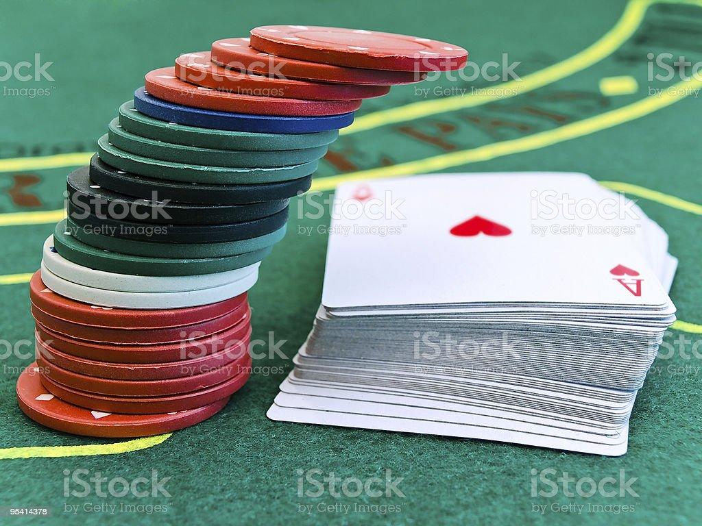 Im casino chips und Karten Lizenzfreies stock-foto