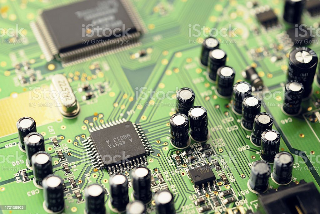 Chips, capacitors und Kristall – Foto