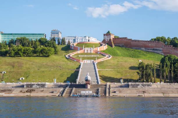Cтоковое фото Chkalovskaya staircase and the Kremlin in Nizhny Novgorod in the summer