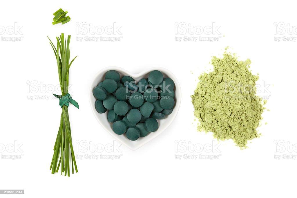 Chlorella, Espirulina y trigo candeal. - foto de stock