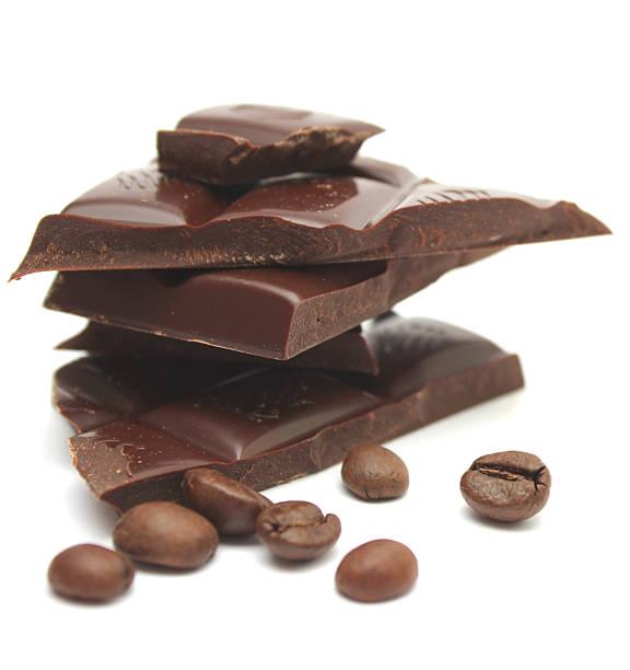 schokolade und kaffee bohnen. - mocca stock-fotos und bilder