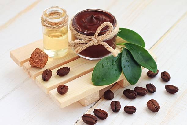 schokolade und kaffee-behandlung - kaffeepeeling stock-fotos und bilder