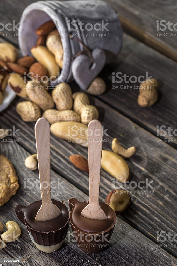 chocolate and nuts on wooden background foto de stock royalty-free