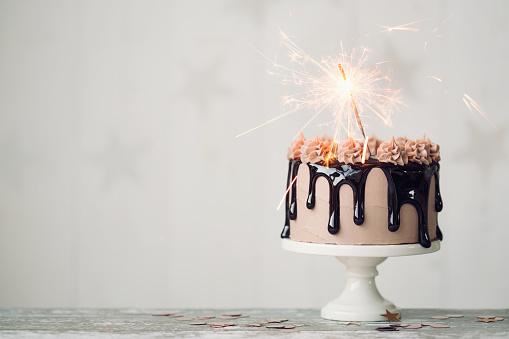 Çikolatalı Doğum Günü Pastası Stok Fotoğraflar & Arka planlar'nin Daha Fazla Resimleri