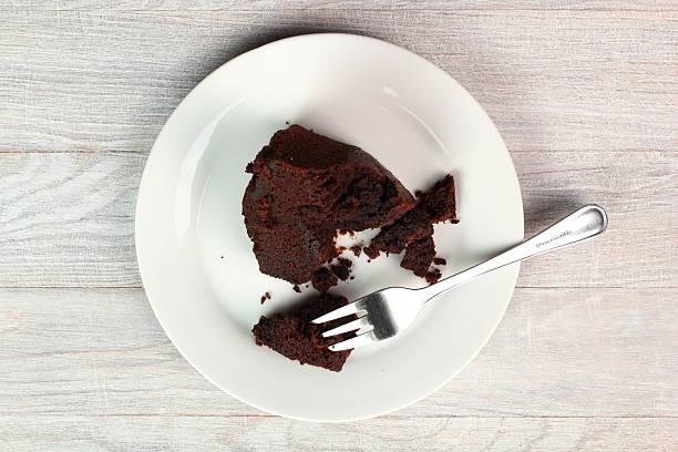 chocolate bourbon cake - tallrik uppätet bildbanksfoton och bilder