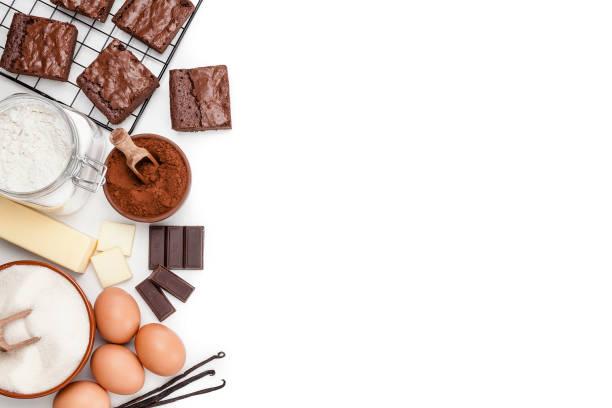 schokoladenbrownie zutaten grenze soht von oben auf weißem hintergrund - backrahmen stock-fotos und bilder