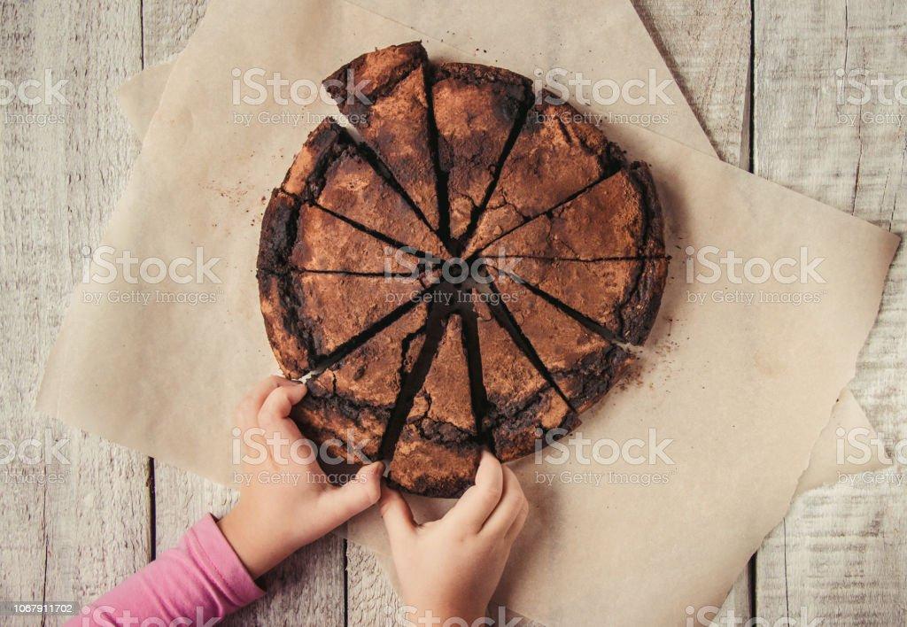Schokoladen-Brownie, selektiven Fokus. Essen und trinken. – Foto