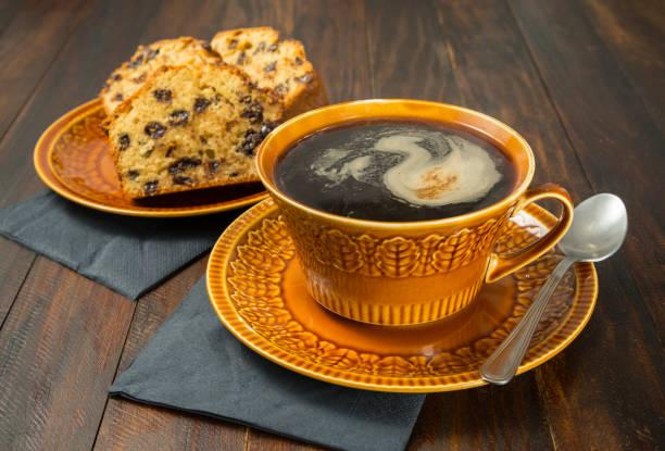 pastel de chocolate y café - studioimagen73 fotografías e imágenes de stock