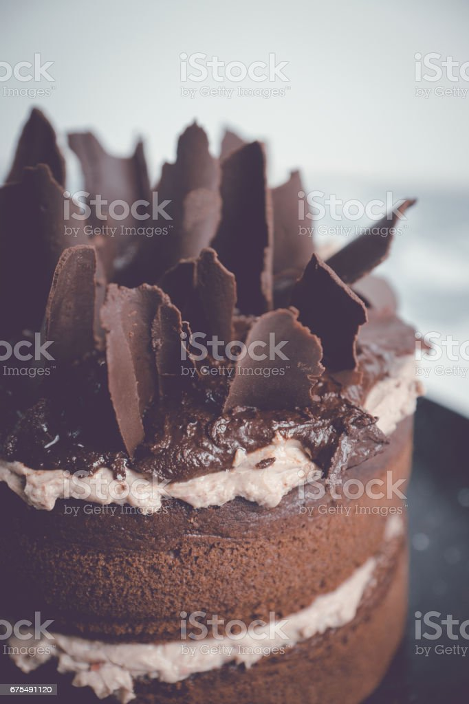 Chocolate cake on the rustic background photo libre de droits