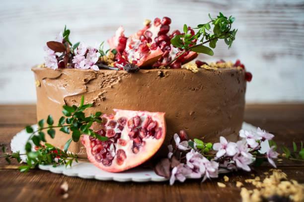 schokoladenkuchen - hausgemachte hochzeitstorten stock-fotos und bilder