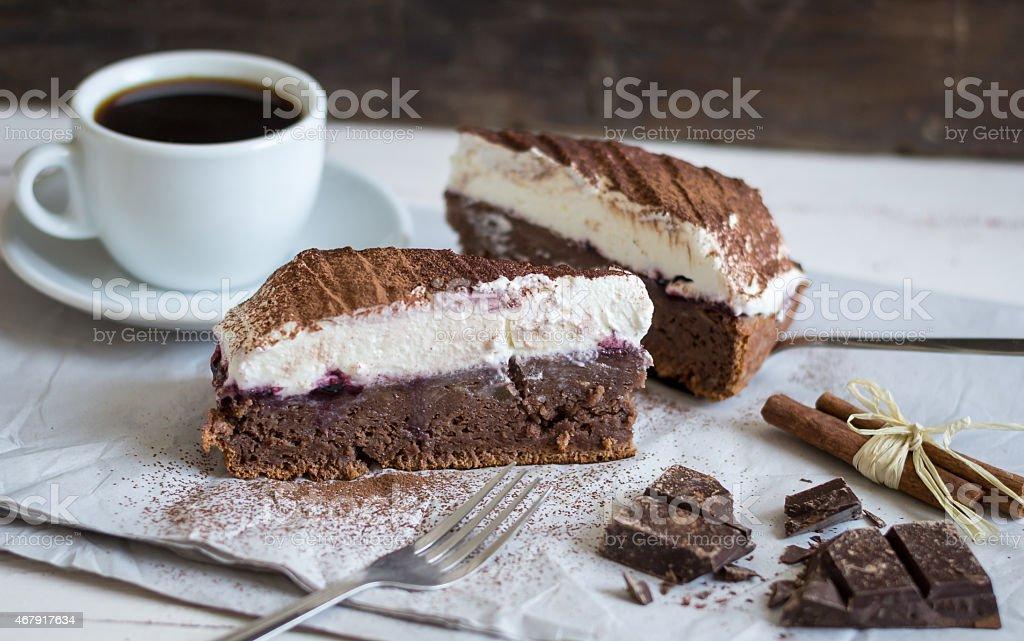 Pastel de Chocolate con crema - Foto de stock de 2015 libre de derechos