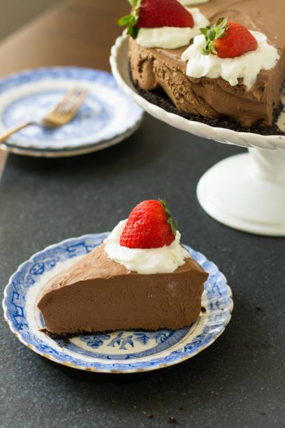schokoladen-cheesecake - oreo torte ohne backen stock-fotos und bilder