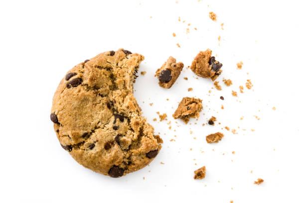 chocolate chip cookie - briciola foto e immagini stock