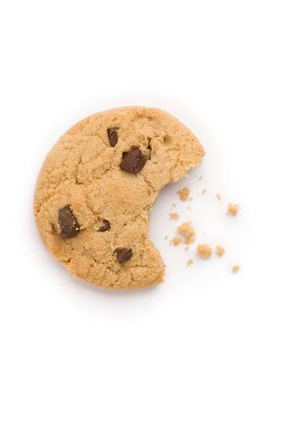 biscotto con gocce di cioccolato grattugiato - briciola foto e immagini stock