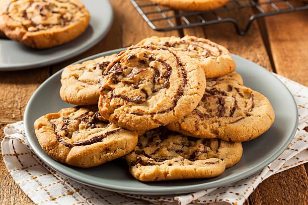 chocolate chip peanut butter pinwheel cookie - peanutbutter bildbanksfoton och bilder