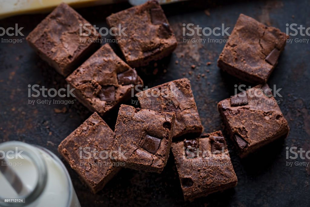 Chocolate chip sliced brownies - foto stock