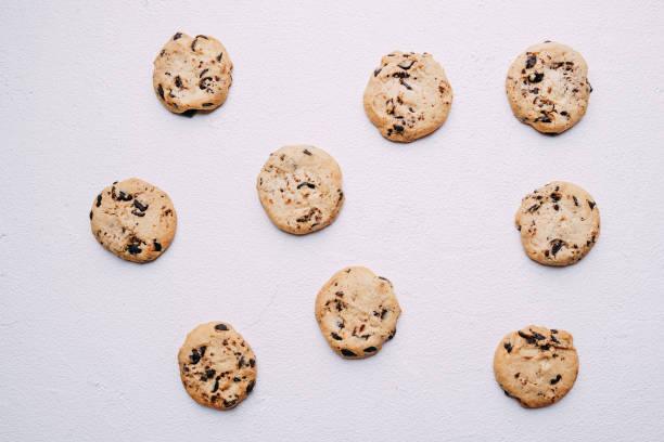 schokoladencookie-hintergrund, süßwaren-design - low carb kekse stock-fotos und bilder