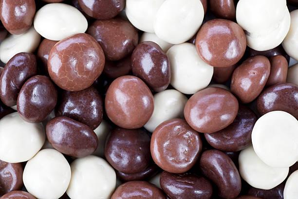 chocolate covered kruidnoten - kruidnoten stockfoto's en -beelden