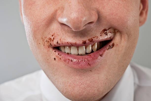 coberto de chocolate boca - boca suja imagens e fotografias de stock