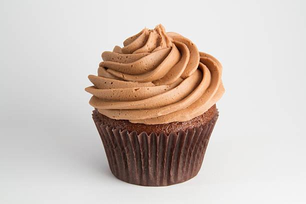 schokolade cupcake - cupcake, zuckerguss stock-fotos und bilder